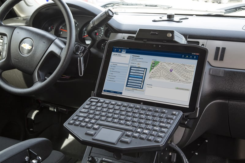 Motion Computing vehicle dock in police vehicle